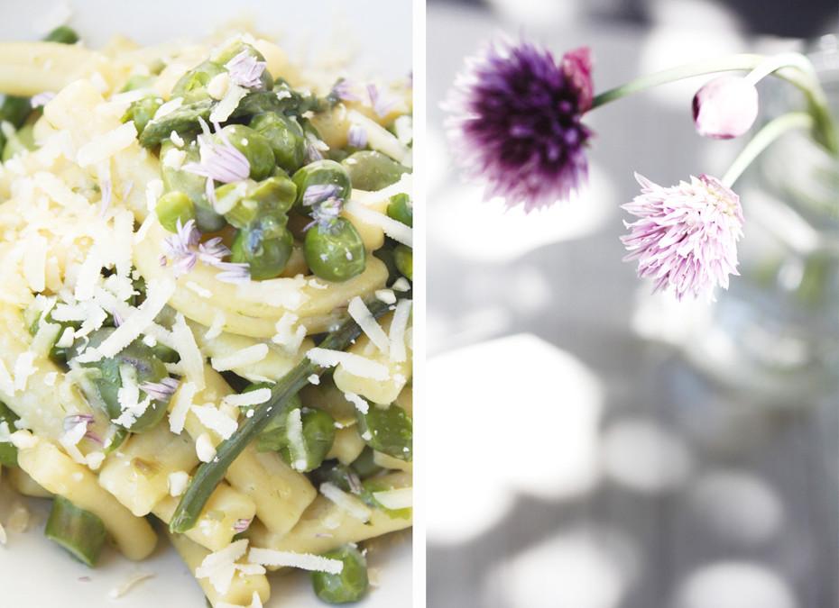 Strozzapreti primavera: fave, piselli e asparagi selvatici